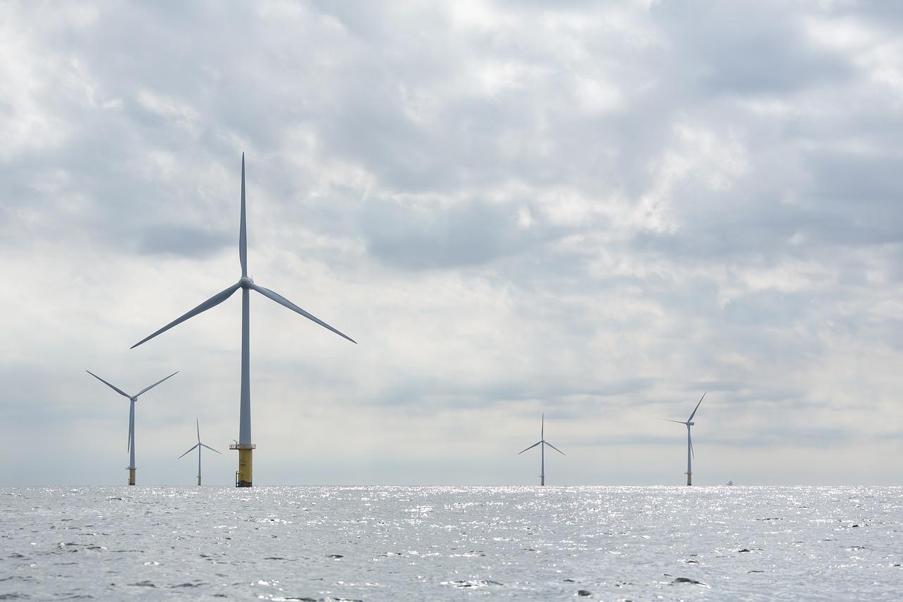 PGE i Ørsted będą wspólnie budować wiatraki na wodach Bałtyku